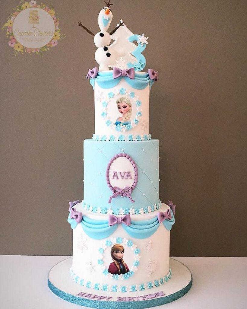 Torta frozen 3 pisos celeste y lila