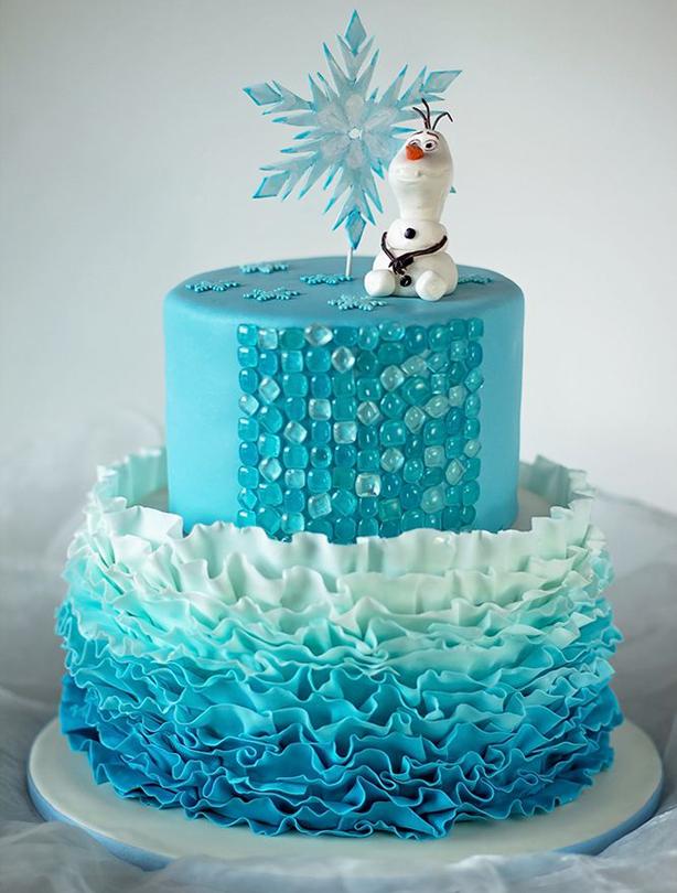Torta decorada azul con Olaf personaje de Frozen