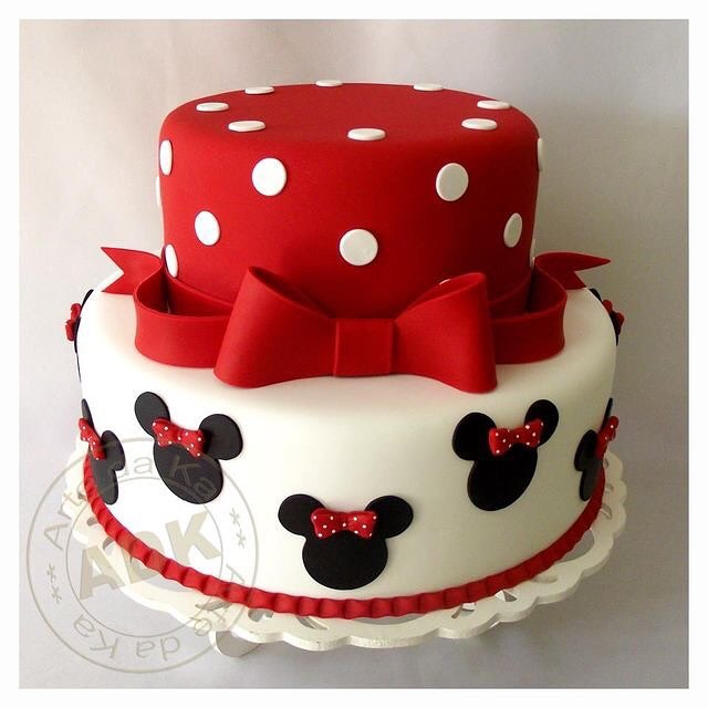 Ponqué clásico con vestido de Minnie Mouse.