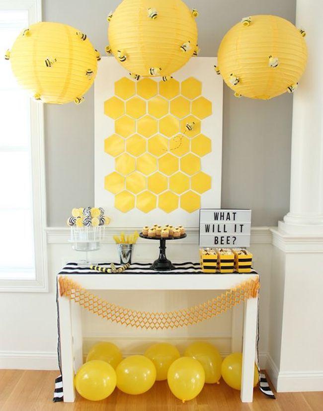 Mesa dulce revelación de género amarillo y negro.